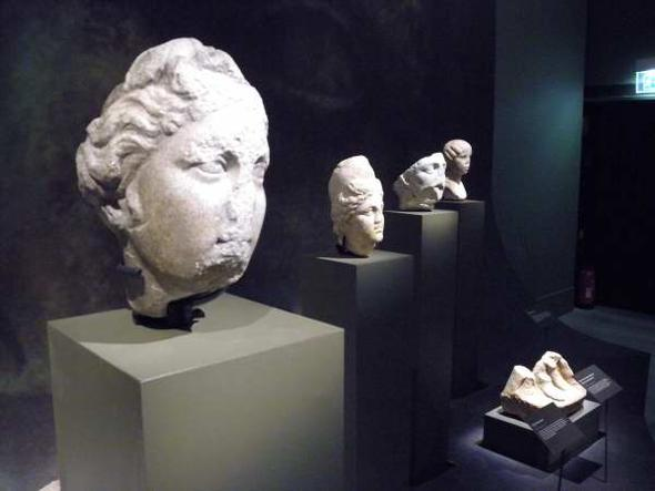 Julius Caesar archaeological exhibition in Arles